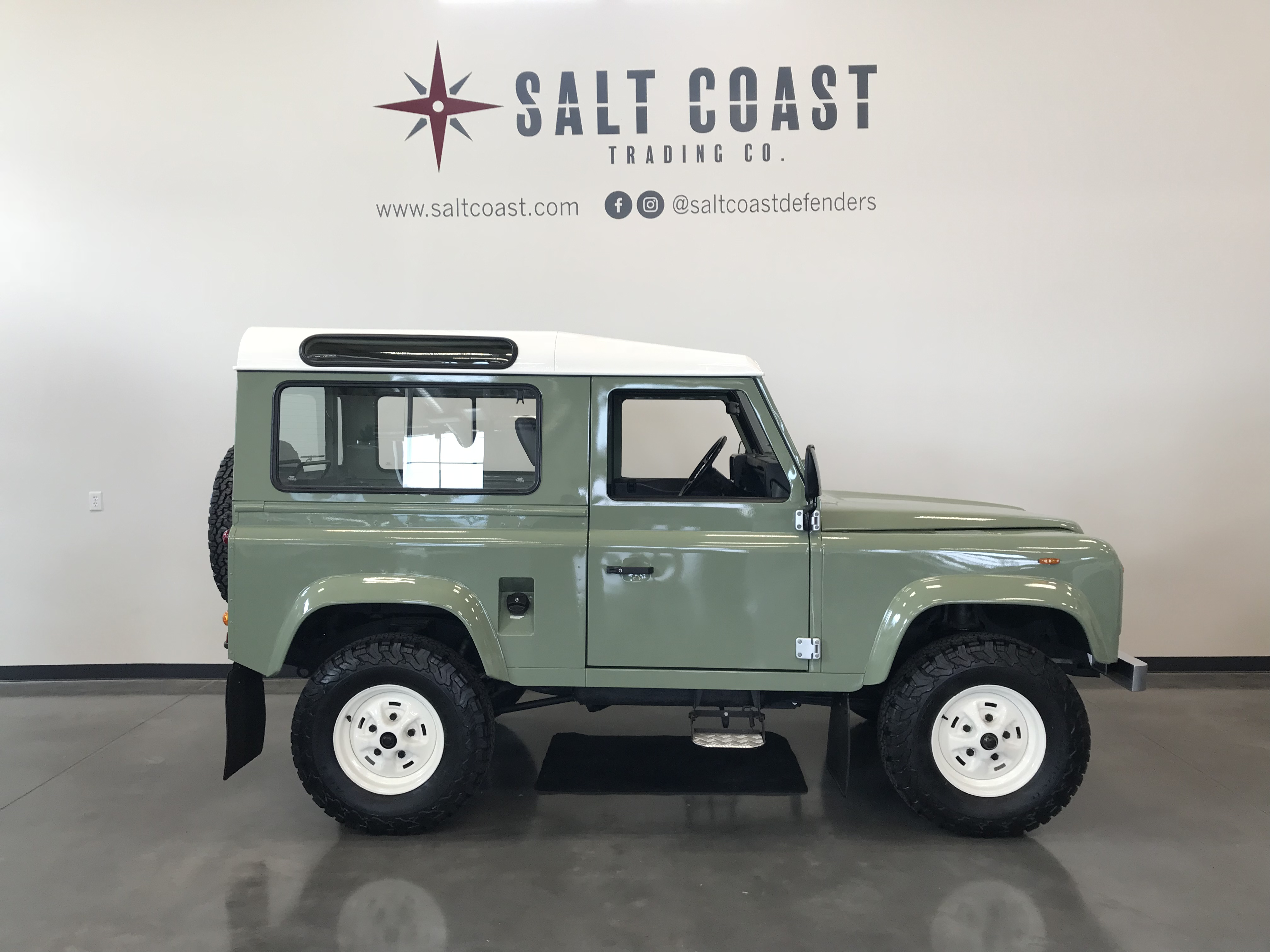 Pre-Owned 1989 Land Rover Defender 90